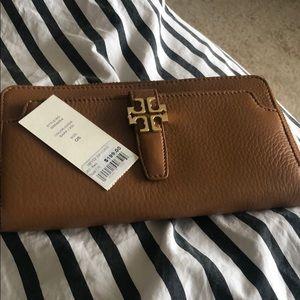 Tory Burch Meyer Zip Continental wallet